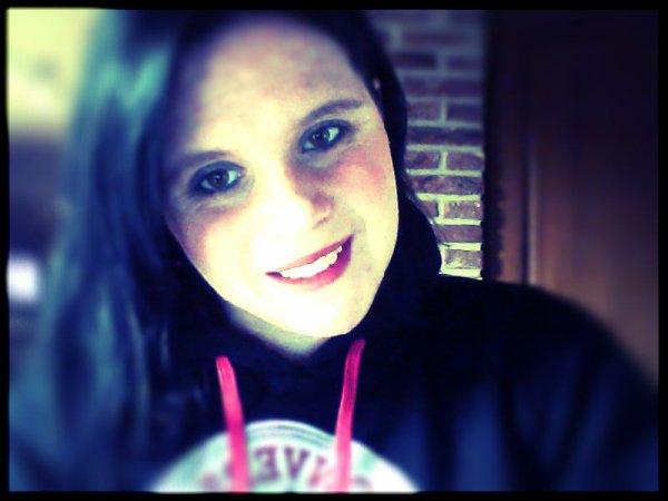 Mon sourire est faux, et cache tout ce que les autres n'ont pas besoin de savoir