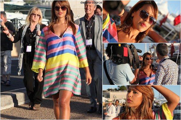 * 19/05/11 : Daniela marchant dans les rues de Canne puis donnant une interview vidéo.