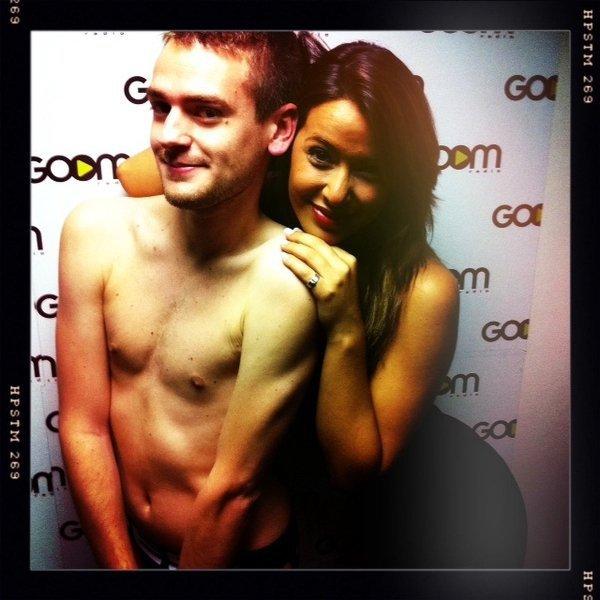 * 28/05/11 : Photo perso de Daniela et de son BFF lors de son passage à Goom Radio.