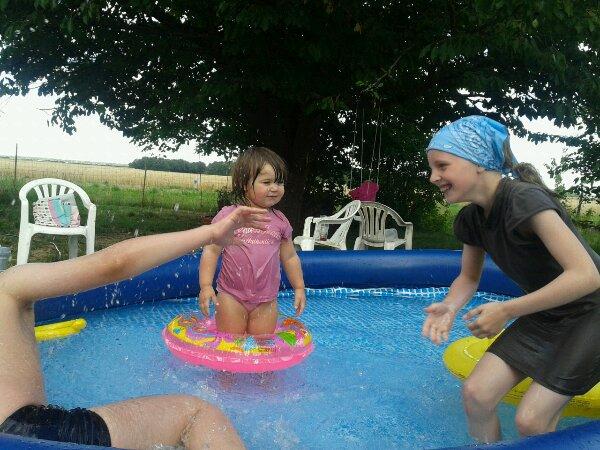 emma dans la piscine