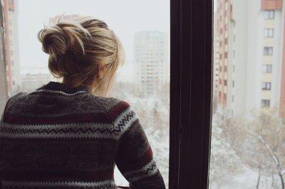 Je suis bien là, et je t'aime. Je t'ai toujours aimée et je t'aimerai toujours. J'ai pensé à toi, j'ai imaginé tes traits durant chaque seconde de mon absence. Quand je t'ai dit que je ne voulais plus de toi, c'était le pire des blasphèmes.. ❤   (2011)