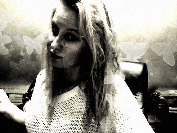 La jalousie d'une fille est la preuve qu'elle a été blessée par le passé et que maintenant, elle a besoin d'être rassurée.