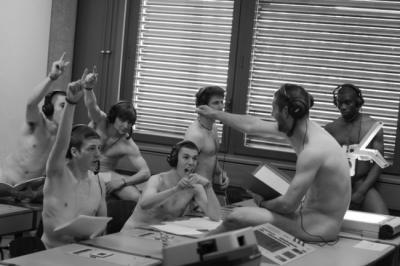 Des élèves du Collège Calvin publient leur calendrier sexy