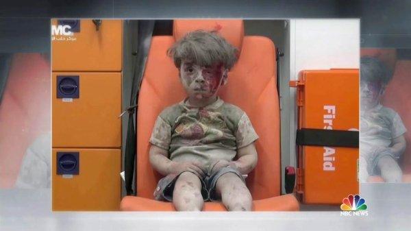L'enfant d'Alep et ses sauveteurs