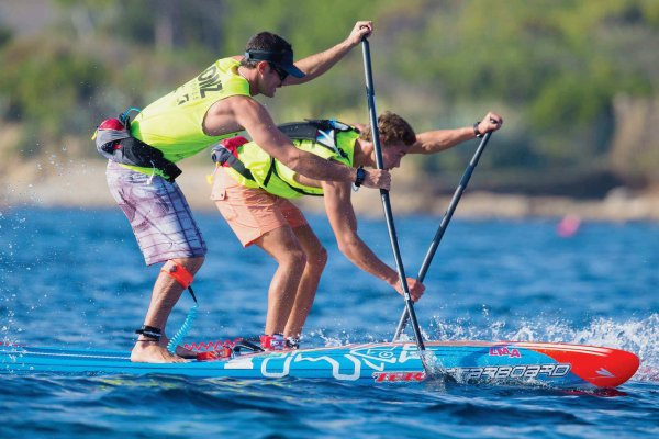 En France, le stand up paddle glisse de plus en plus vite