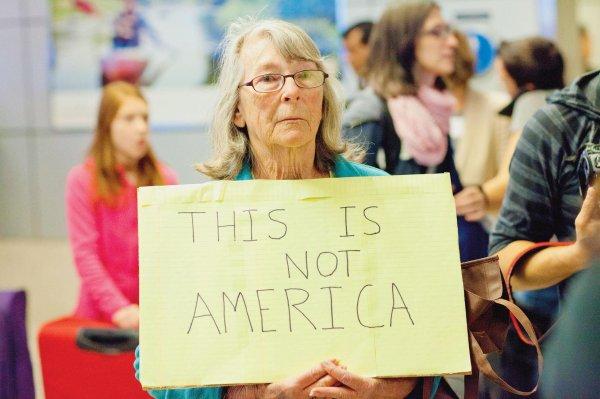 Aux Etats-Unis, le front anti-décret s'organise