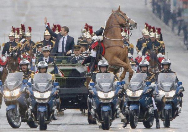 14 mai 2017 Emmanuel Macron président de la République  remonte les champs Elysées