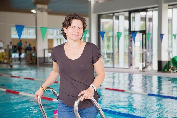 Une ancienne nageuse dans le bain politique