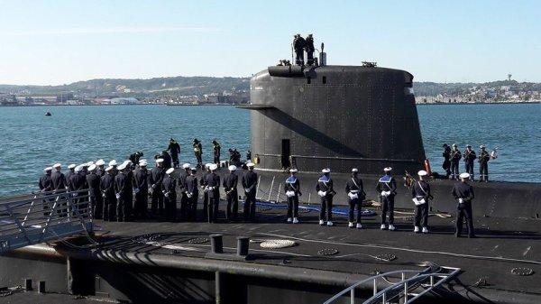 Soixante-dix gars dans un sous-marin.