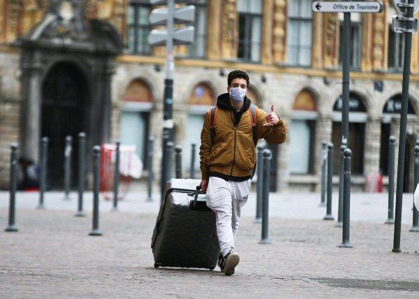 La France confinée pour deux semaines au moins