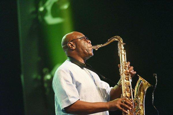 Télé-radio Manu Dibango, itinéraire d'une voix sacrée du jazz
