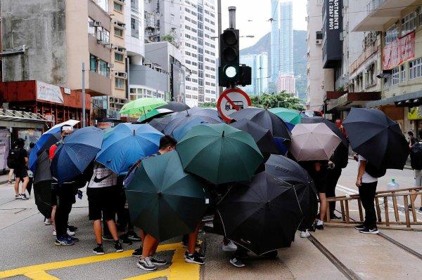 Dorian Malkovic Entre Pékin et Londres, la lune de miel se brise sur Hong Kong