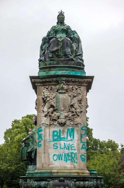 Faut-il déboulonner les statues liées au racisme?