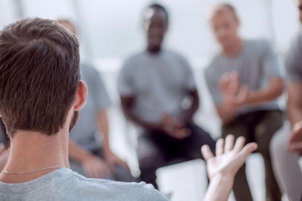Près de 400 religieux appellent à la fin des «thérapies de conversion»