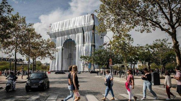 l'Arc de Triomphe enfin emballé par Christo