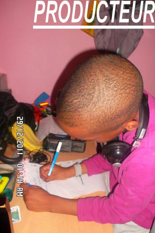 Juniior D.J  (producteur et caméra man)