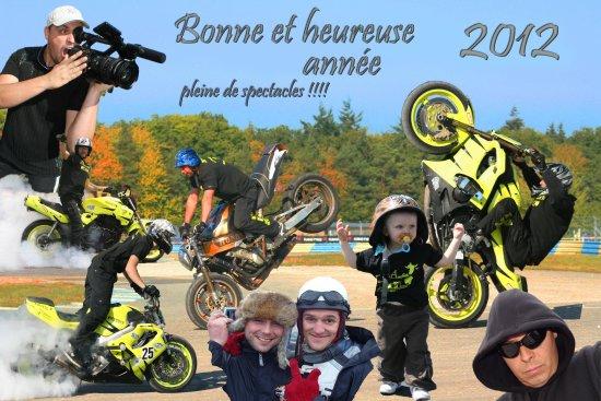 tout le TITANE TEAM ACROBATIE vous souhaite une bonne et heureuse année 2012