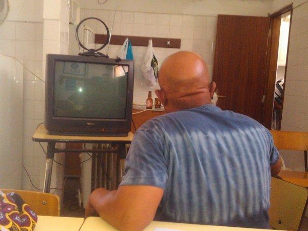PRECISA-SE DE UMA TELEVIÃO NA ZONA 4 ,PARA ACOMPANHAR O MUNDIAL DE FUTEBOL A TER INICIO DIA 13.DE JUNHO