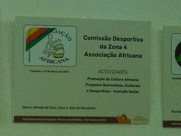 PAINEL DA ASSOCIAÇÃO AFRINANA COLOCADO NA SALA DE REUNIÃO