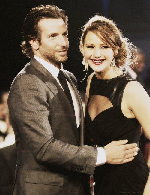 ♦_Bradley Cooper et Jennifer Lawrence.