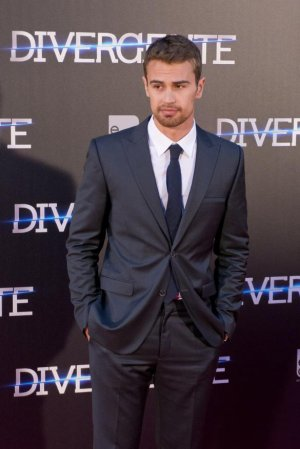 Ian Somerhalder ou Theo James?