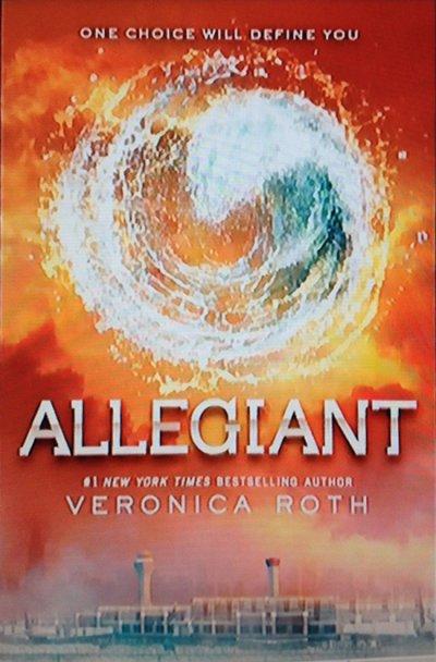 Votez pour Allegiant et Veronica Roth!!