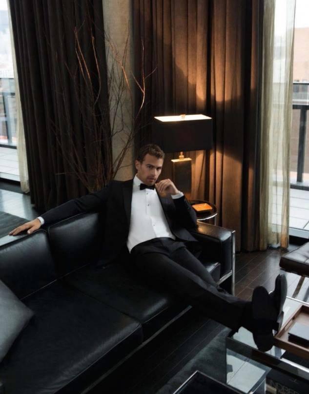 Theo James pour Esquire Singapore