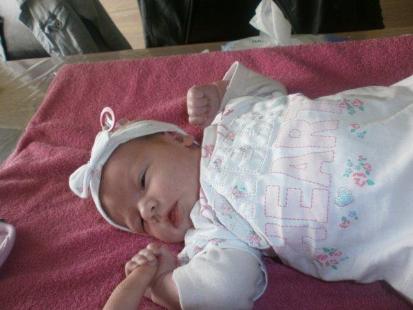 j t aime tellement ma petite kendra t'es magnifique mon bébé a moi