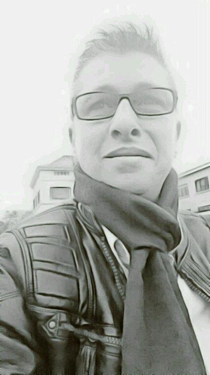 Je pense et essaye de sourire à la  vie