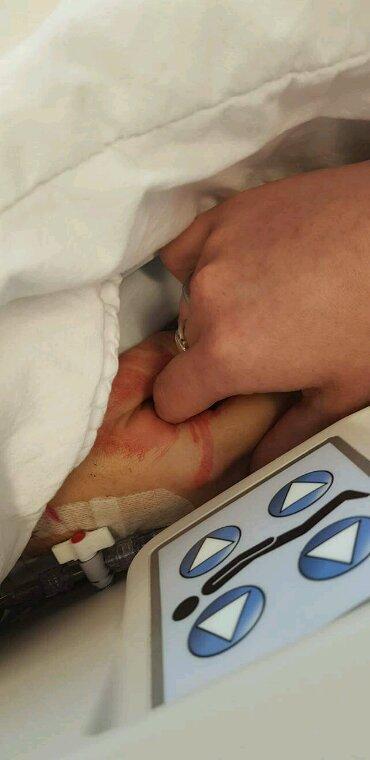 Toujours mains dans la mains.... jusqu'à la mort. ...