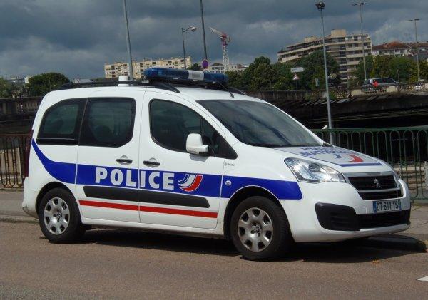 924  POLICE