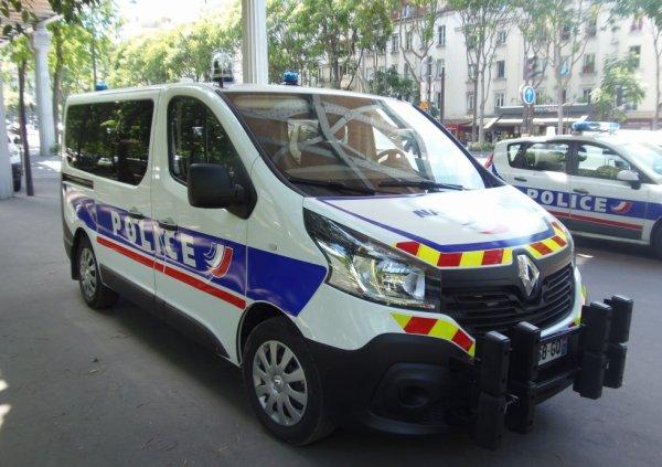976  POLICE