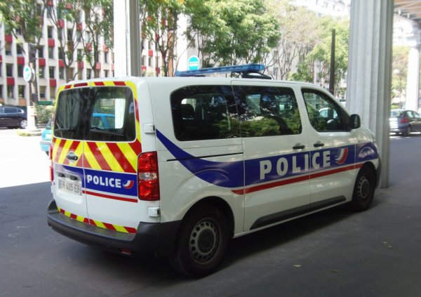 986  POLICE