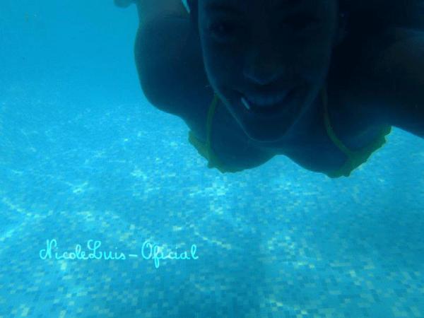 Photos personnelles de Nicole datant de Décembre 2011.