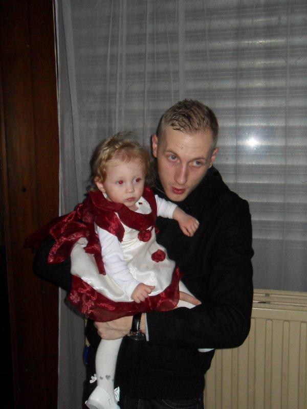 nouvel ans avec toute ma famille et amis et ma princesse sorina bientot deja un ans