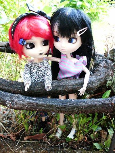 Mathilde et Youne escalade et promenade dans mon jardin ! <3