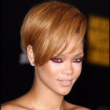 Rihanna et ses différents styles capillaires