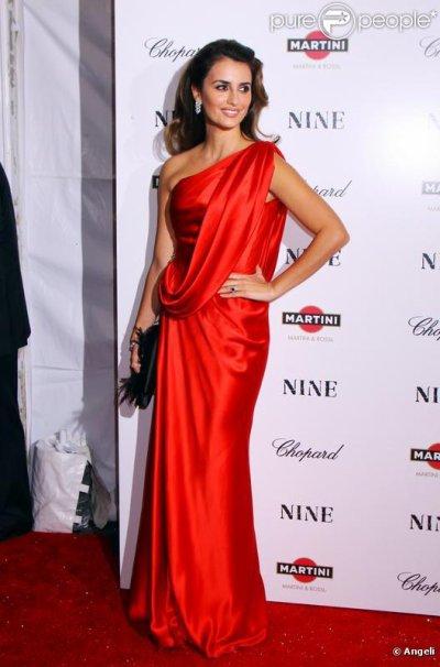 Qui porte mieux la robe rouge? Natalie Portman ou Penelope Cruz?
