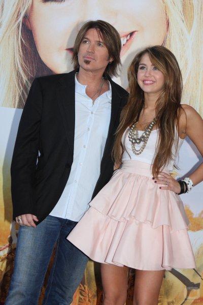 Miley Cyrus: son père est très inquiet pour elle