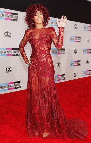 Les meilleurs top de Rihanna sur tapis rouge