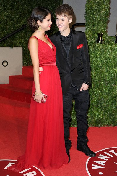 Justin Bieber et Selena Gomez officialisent leur relation