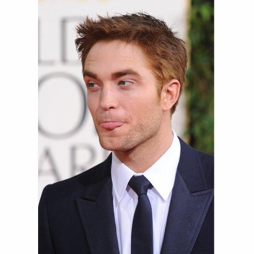 Robert Pattinson aime les femmes mûres mais pas les paparazzi!!