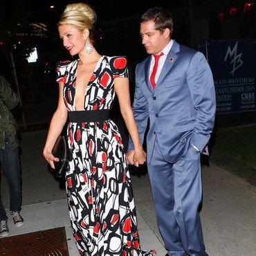 La coiffure du jour: Paris Hilton en mode soirée en amoureux