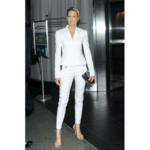 Le look du jour: Robin Wright en tailleur blanc
