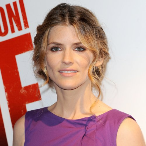 """La coiffure du jour: Alice Taglioni à la premiere du film """"La proie"""""""