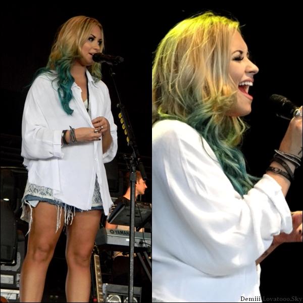 """Dimanche 12 Août 2012 : Demi était en concert au """"Susquehanna Bank Center"""" à Camden dans le New Jersey."""