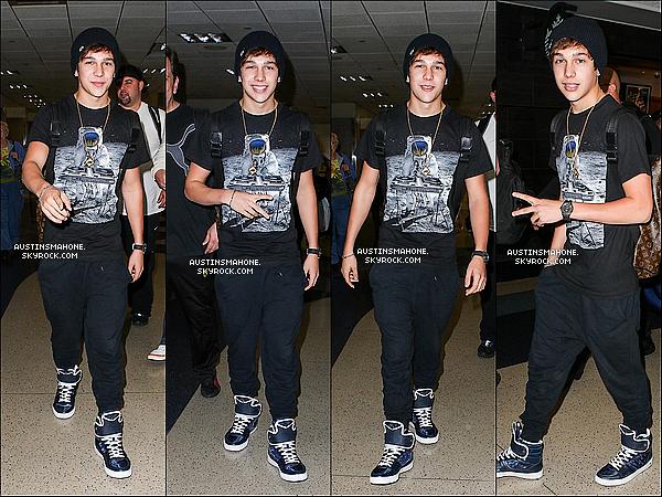 . 25.04.13 : Austin a été vu en arrivant l'aéroport de Los Angeles qui est LAX. .