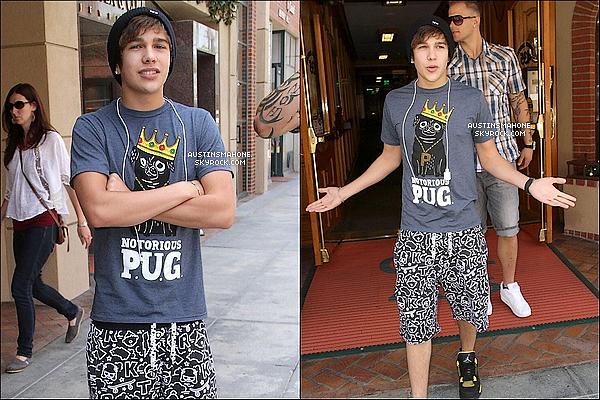 . 03.06.13 :  Le beau Austin a  été vu en sortant le Doctors Office à Beverly Hills. .