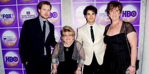 DARREN AND GLEE CAST FAMILY DINER