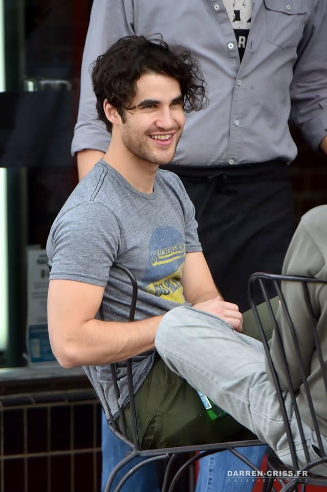 Darren, hier, déjeunant en terrasse à Los Angeles
